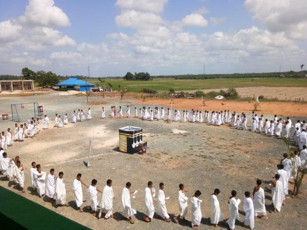 Pondok Pesantren Azzikra DDI Gelar Manasik Haji