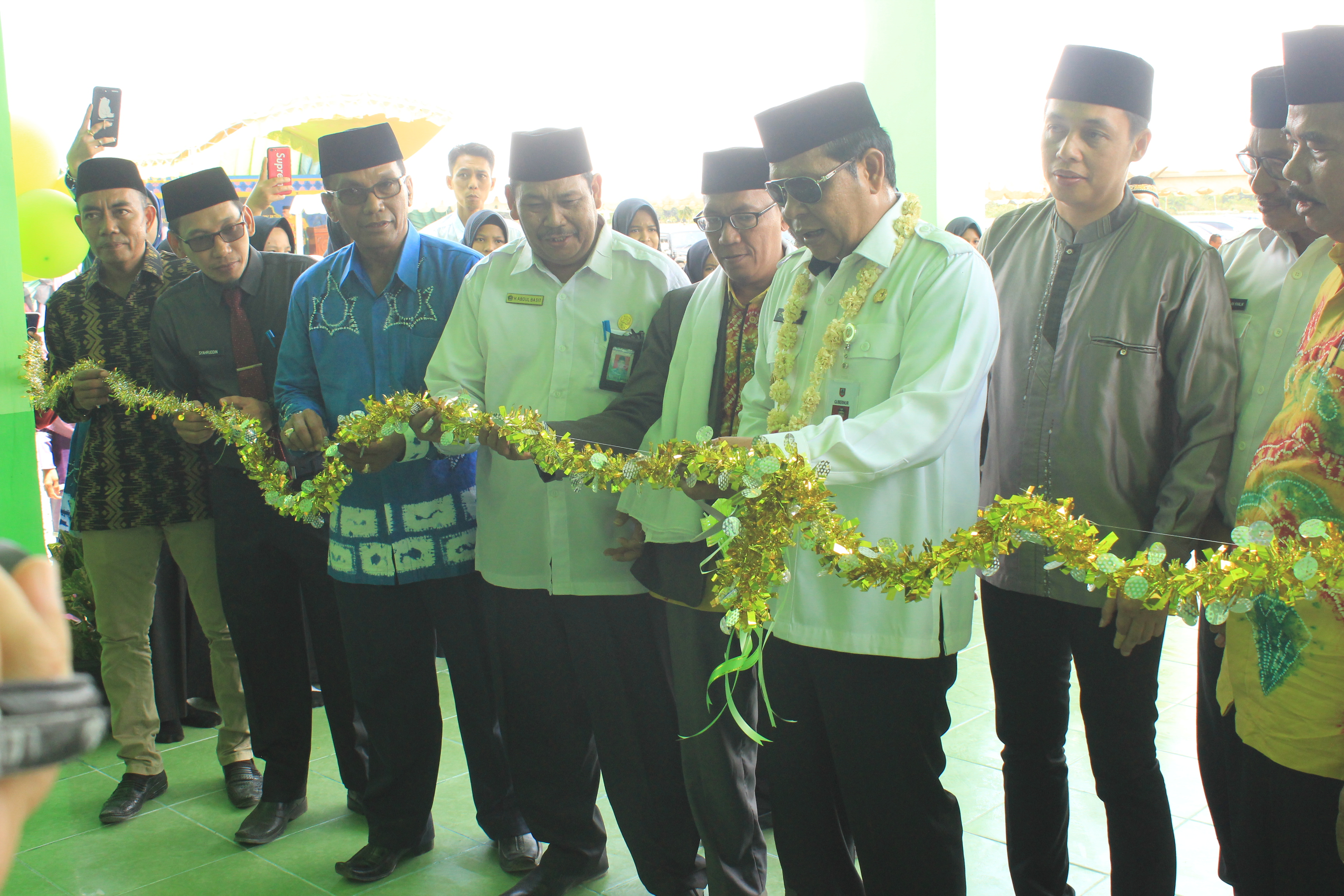 Gubernur Kalimantan Selatan H. Sahbirin Noor Resmikan Gedung Baru Ponpes Azzikra DDI